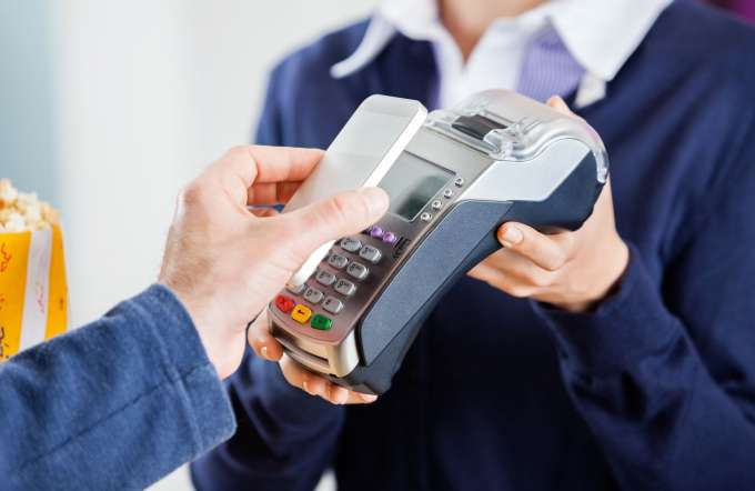 Should your company start accepting cashless payments in the UAE?